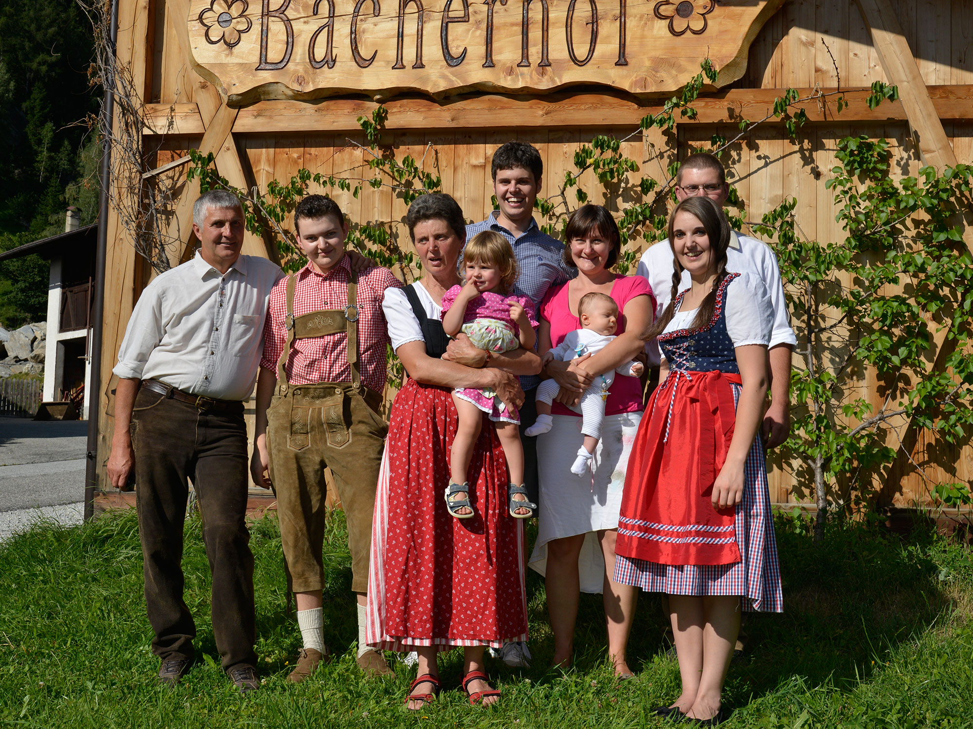 Familie Hofer vom Bacherhof in Pfitsch